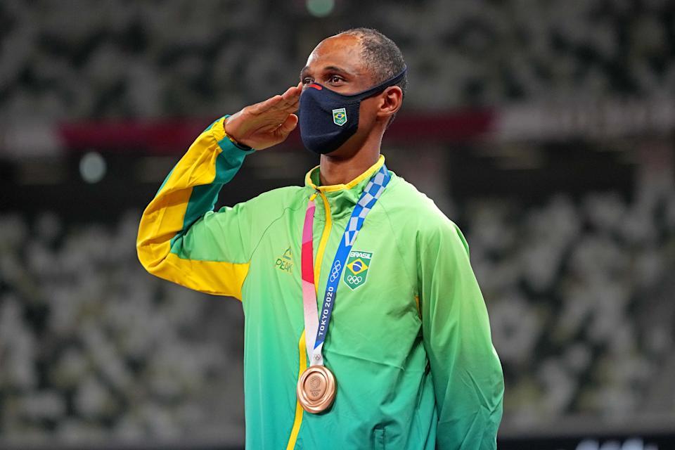 A cena foi vista inicialmente com Alison dos Santos, medalha de bronze nos 400m com barreiras nos Jogos de Tóquio (Foto: COB )