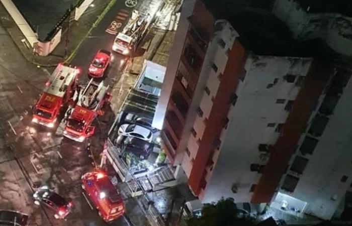 Alguns moradores presos inalaram fumaça, mas o fogo foi contido sem mais vítimas (Foto: Instagram/Reprodução)
