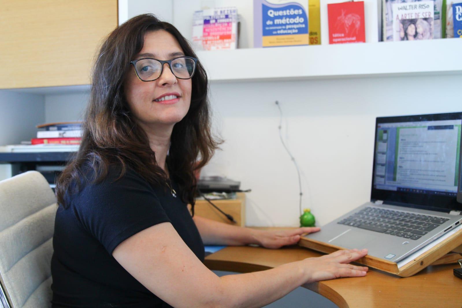 Pesquisadora da UFPE, Tícia Ferro, afirma que a inclusão das pessoas com deficiência deve ocorrer nas escolas regulares. (Sandy James/DP)