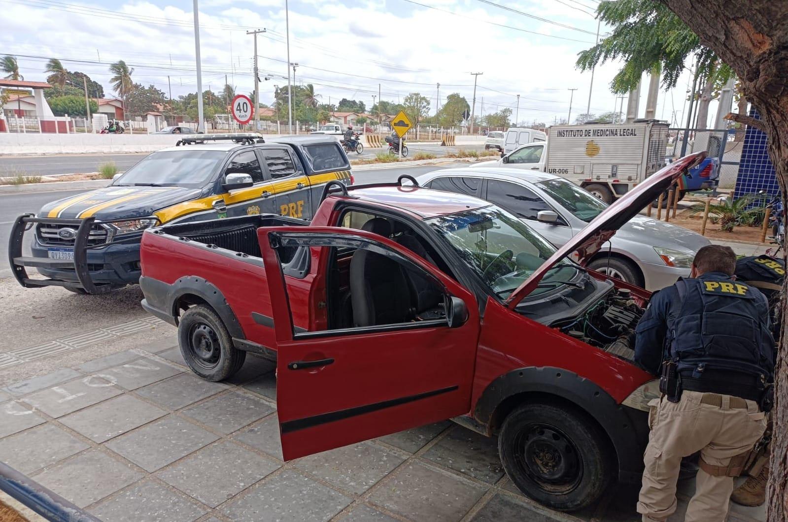 Veículo não possuía seguro e proprietário ficou emocionado ao receber a notícia. (PRF/Divulgação)