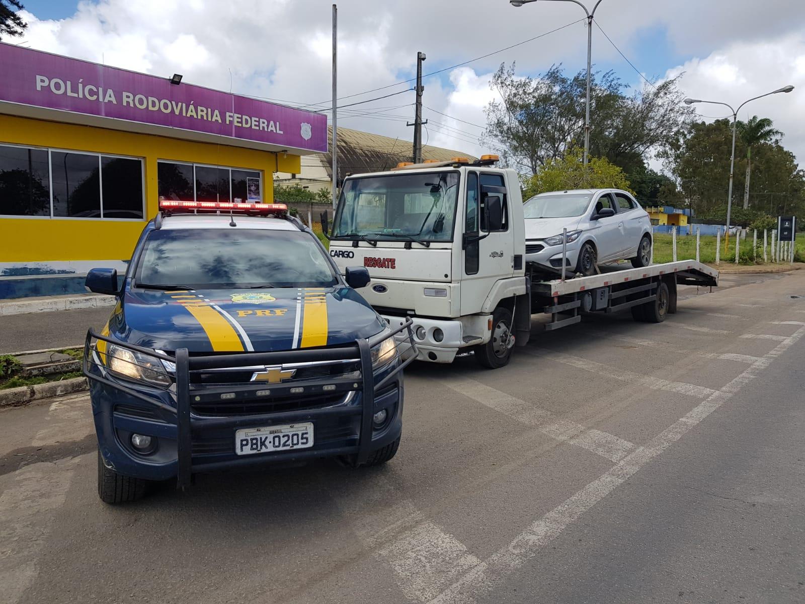 Blitz recolheu 14 veículos irregulares e registrou 17,9 toneladas de excesso de peso. (PRF/Divulgação)