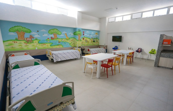 O espaço de acolhimento para famílias de pacientes do interior conta com estrutura de descanso e locais para esquentar a refeição. (Foto: Arnaldo Sete/ DP)