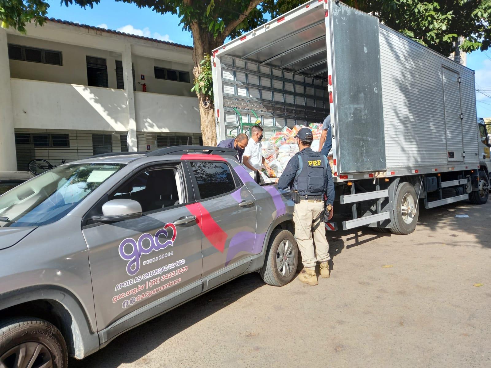 Campanha arrecadou mais de 60 toneladas de alimentos em Pernambuco. (PRF/Divulgação)