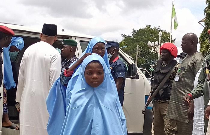 (Estudantes nigerianas resgatadas após sequestro, no mês passado.  Foto: John Okunyomih/AFP)