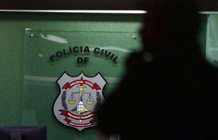 Com um dos homens, policiais encontraram outro cheque no valor de mais de R$ 9,7 milhões. O trio foi preso em flagrante na agência bancária (Luis Nova/Esp. CB/D.A Press)