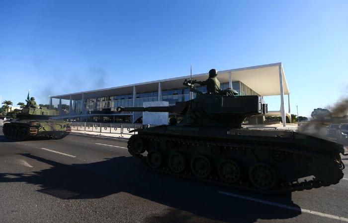 Na Operação Formosa, blindados desfilaram em frente ao Planalto. No 7 de Setembro, ficarão nos quartéis (Foto: Marcelo Camargo/Agência Brasil)