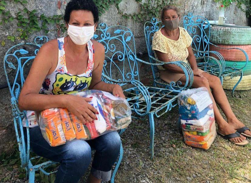 Donativos arrecadados durante a Campanha Recife Solidário foram doados em evento organizado pela ONG Anjos do Poço, no domingo, ajudando famílias do município. (Fotos: Divulgação )