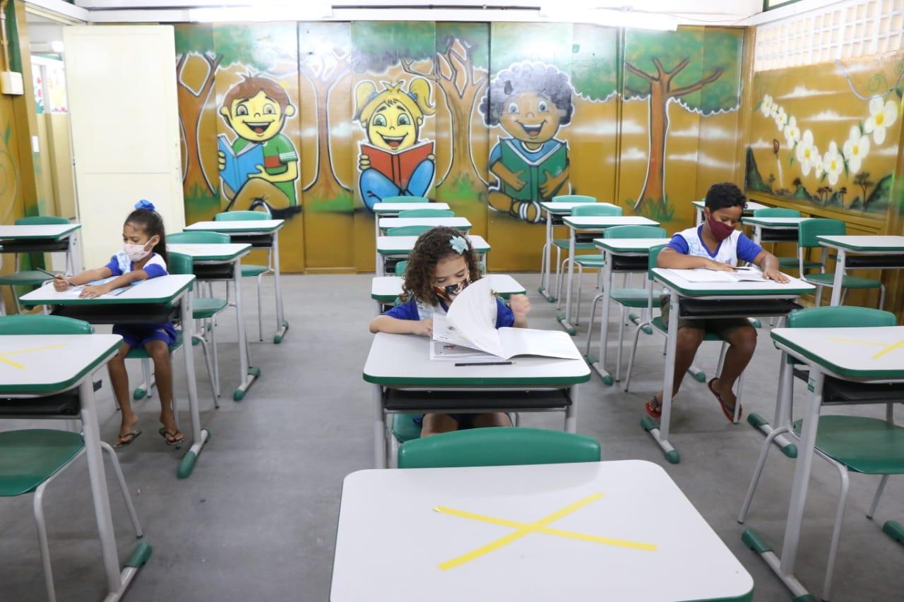 Alunos do segundo, quinto e nono anos do fundamental e dos Níveis IV e V da Educação de Jovens e Adultos formam o primeiro grupo. (Sandro Barros/ Secom Olinda)