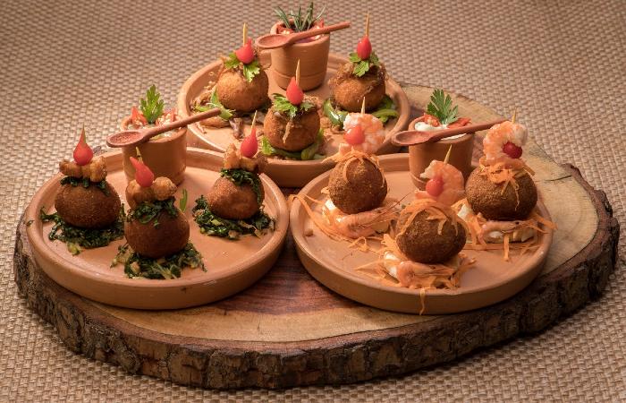 Petisco vencedor, do Esquina do Malte, foi composto por bolinhos à base de raízes, como mandioca, batata-doce e batata inglesa (Foto: Costa Neto/Divulgação)