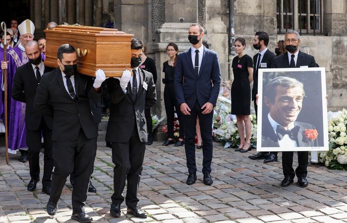 O velório de Belmondo aconteceu na manhã desta sexta-feira (Foto: Thomas Coex/AFP)