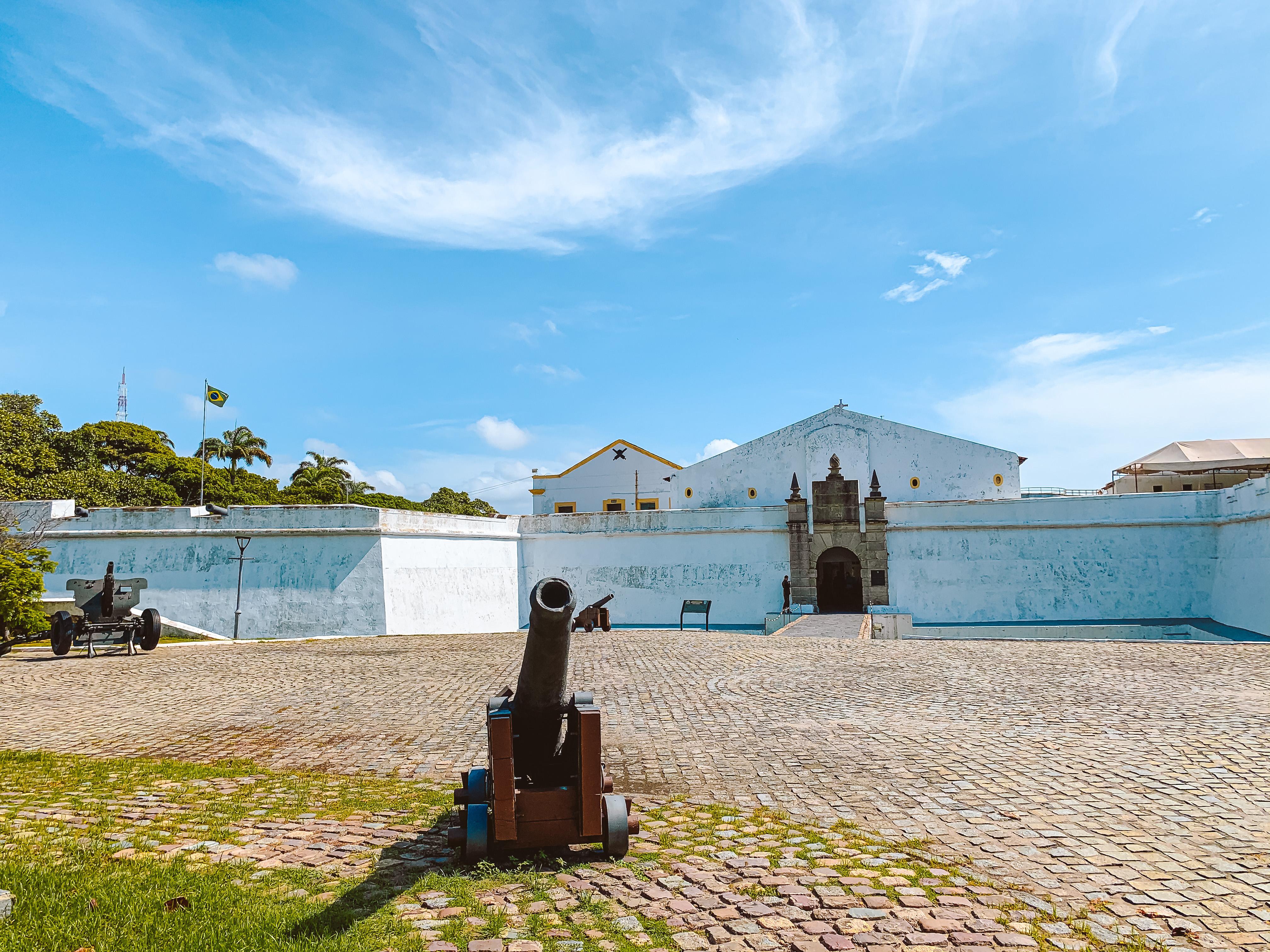 Domingo (19), o passeio a pé traz o roteiro Relógios do Recife enquanto o tour de bike fará o Circuito das Pontes. Quarta-feira (22), a opção a pé irá visitar o Museu do Forte do Brum. (Dondinho/Seturl-Recife  )
