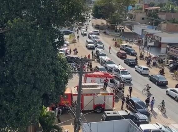 A PE-090 está interrompida próximo ao Uno Hotel, em Carpina (WhatsApp/Reprodução )