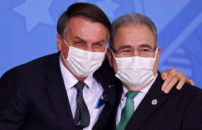 Bolsonaro repetiu o argumento do Ministério da Saúde e disse que a Organização Mundial da Saúde (OMS) não recomendava a imunização de adolescentes sem comorbidades (Foto: EVARISTO SÁ/AFP)