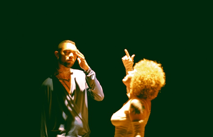 Luiz Lins e Bella Kahun lançam dueto com clipe gravado no Teatro Santa Isabel (Will (@quemehwill)/Divulgação)