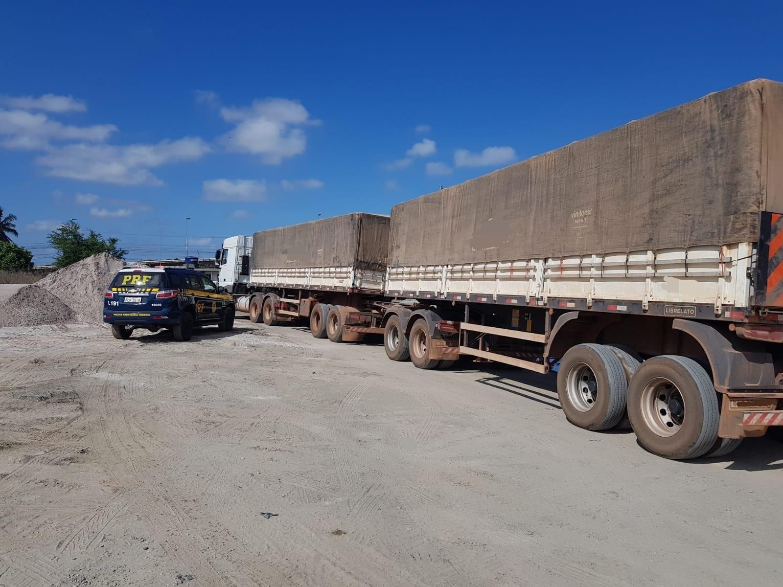 Infração compromete a segurança viária e danifica o asfalto da rodovia. (PRF/Divulgação)