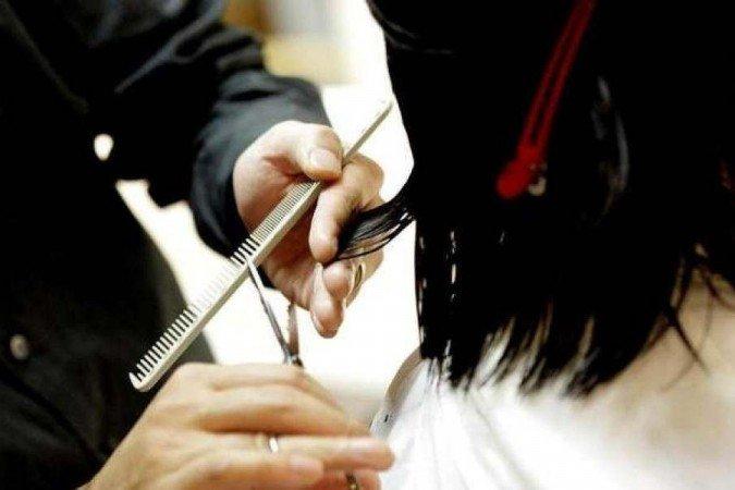 (Ela pediu um corte de cabelo clássico de 10 cm das pontas mas a cabeleireira cortou o cabelo deixando apenas 10 cm, diz a sentença. Foto: Reprodução/PxHere)