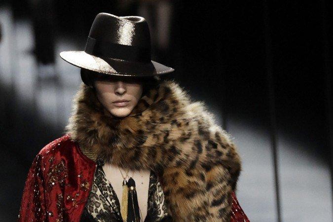 (Ambas as empresas eram as últimas do grupo de luxo Kering que ainda usavam peles de animais em seus itens. Foto: Thomas SAMSON / AFP )