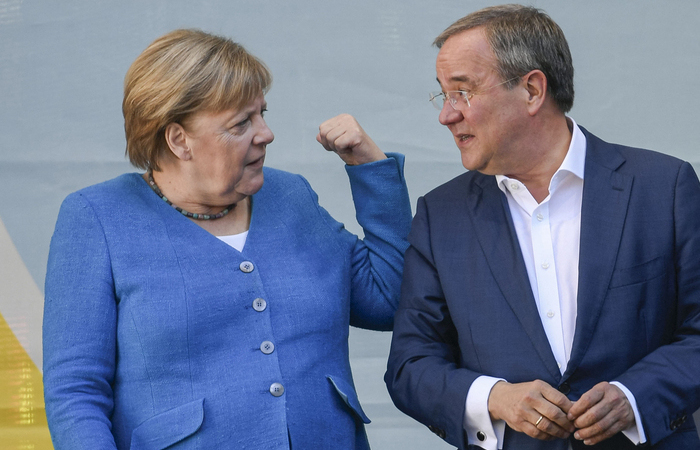 Armin Laschet atualmente está perdendo nas pesquisas para o social-democrata Olaf Scholz (Foto: Ina Fassbender/AFP)