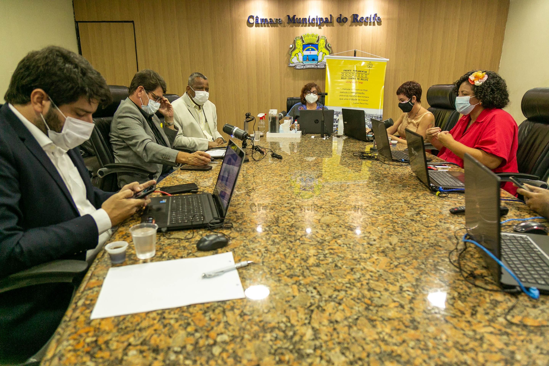 Moradia é o tema da segunda reunião pública que a Frente Parlamentar pelo Centro do Recife promove na tarde desta segunda-feira (27), desde que foi instalada, no dia 23 de agosto passado. Imagem da reunião passada. (Roberto Jaffier/Divulgação)