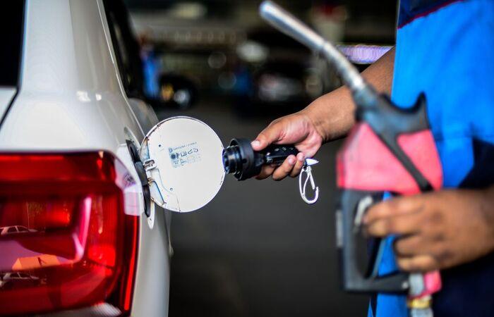 Preço do litro para as distribuidoras vai passar para R$ 3,06 (Marcello Casal Jr/Agência Brasil)