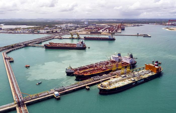 Ação possibilitará que o atracadouro pernambucano receba navios de maior extensão (Divulgação/Suape)