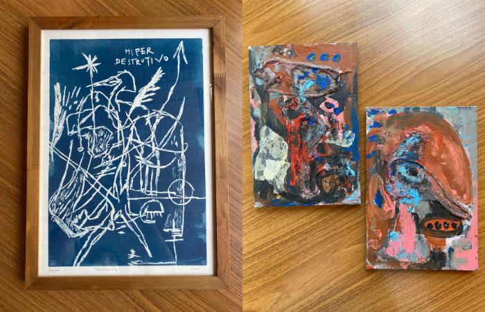 Cianotipia A3 em papel canson (esquerda) e mídia mista sobre telas (direita) (Foto: Divulgação)