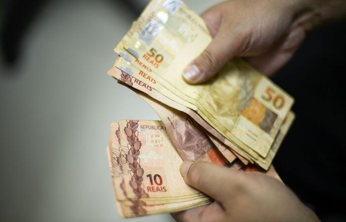 A iniciativa tem como objetivo apoiar empreendedores estabelecidos ou que pretendam abrir um negócio a terem acesso a crédito de até R$ 3 mil (Marcello Casal Jr/Agência Brasil)