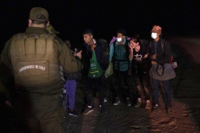 (A polícia do Chile desmantelou uma quadrilha de tráfico de pessoas que levava haitianos para o México e os Estados Unidos. Foto: MARTIN BERNETTI / AFP)