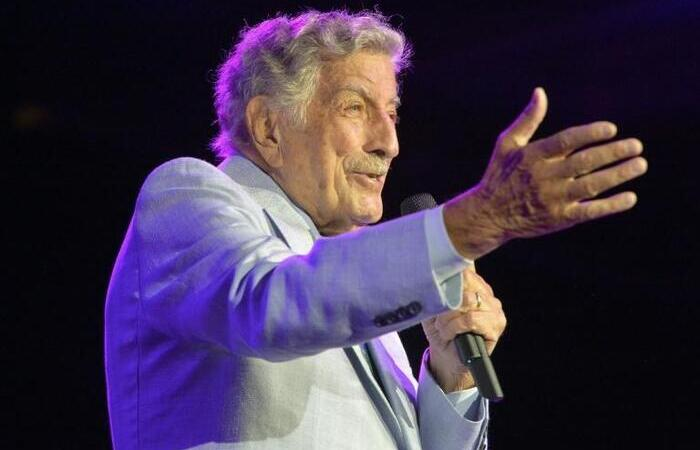 O cantor se aposentou dos palcos após o lançamento de sua última parceria com Lady Gaga (Foto: AFP)