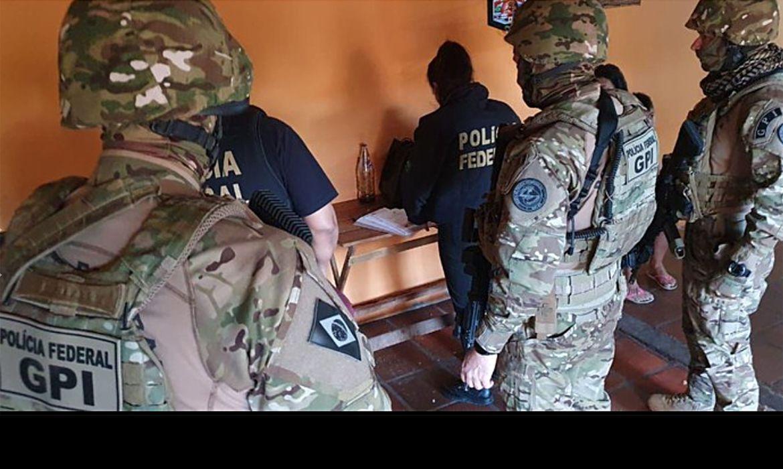 (Foram cumpridos seis mandados de prisão e 18 de busca no RS e em SC. Foto: Divulgação/Policia Federal)