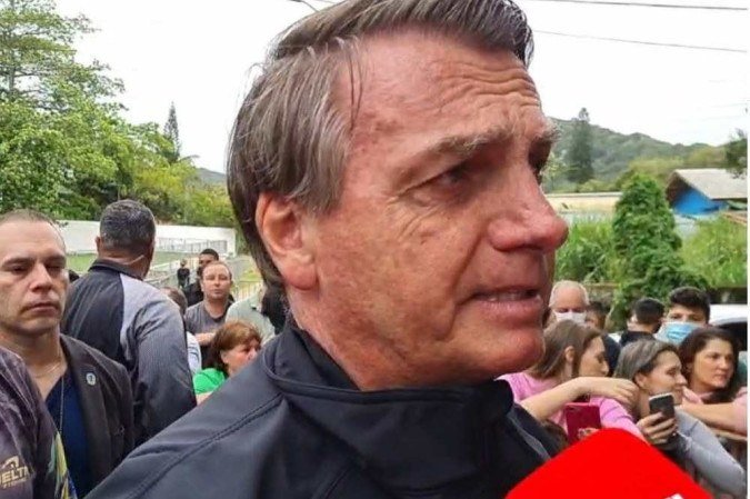 O presidente afirmou que poderá recuar caso haja melhores formas de custeio da distribuição gratuita de absorventes  (Facebook/Reprodução )