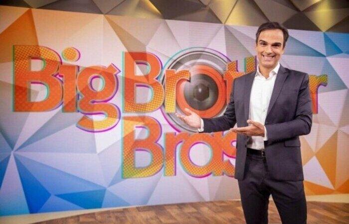 O apresentador ainda apresentará o Fantástico nos próximos domingos. Reality está previsto para janeiro de 2022 (Foto: Instagram/Reprodução)