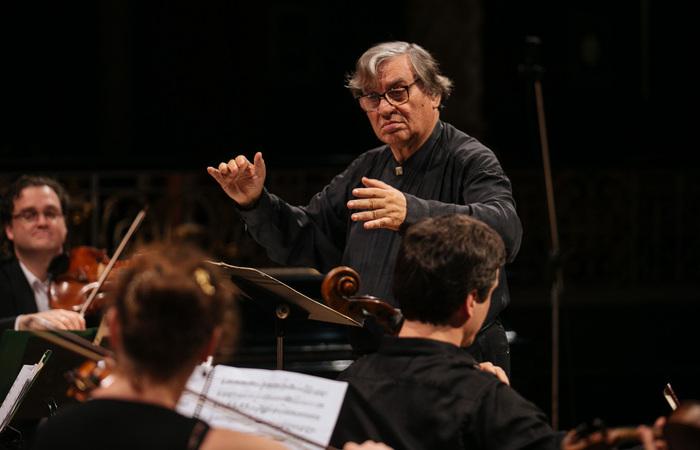 Ao longo de cinco décadas de carreira, o maestro fundou orquestras e o festival mais duradouro de música de câmara (Foto: Flora Pimentel/Divulgação)