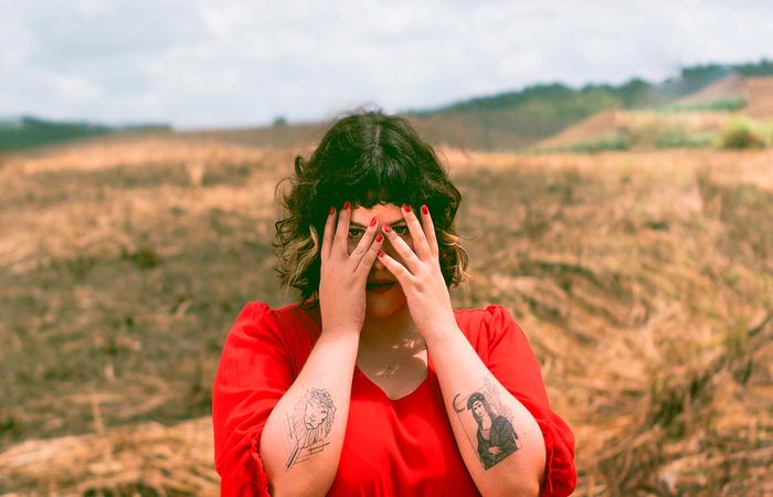 Em novo single, artista evoca, não somente a figura de mulheres históricas, como a sua própria ancestralidade (Foto: Will Souza/Divulgação )