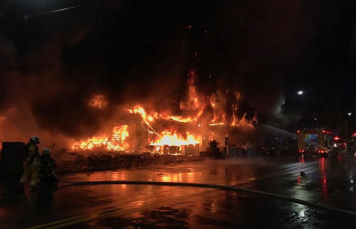 (Foto: Handout / Kaohsiung Fire Department / AFP )